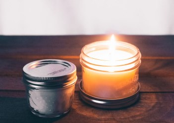 scented-candles-for-stress-relief
